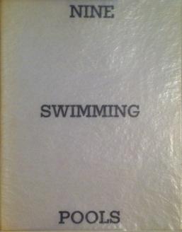 Künstlerbuch | Ed Ruscha. Nine Swimming Pools, 1968 (Foto: Marlene Obermayer)