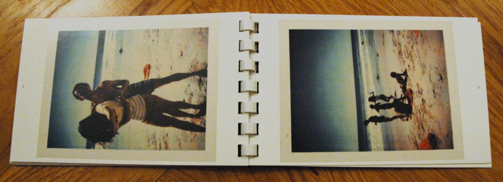 Book #142, 1972, Polacolor Type 108. Links: Tina Radziwell und Fred Hughes in Montauk, rechts: Fred Hughes und andere (Foto: Marlene Obermayer)