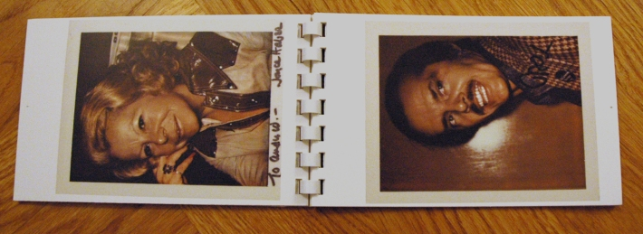 Book #4, 1972, Polacolor Type 108. Links: Joyce Haber, rechts: Jack Nicholson (Foto: Marlene Obermayer)