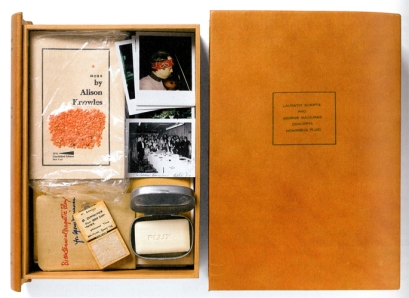 Künstlerbuch | Artists' book: George Brecht, Geoffrey Hendricks u.a., LAUDATIO SCRIPTA PRO GEORGE MACIUNAS CONCEPTA HOMNIBUS FLUXI, 1976 (Unikat)