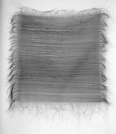 Fiene Scharp, ohne Titel (Webstück), 2011 100 x 100 cm, Haar / Haarspray