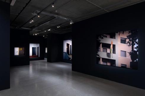 Thomas Demand | Embassy, 2007. Ausstellungsansicht im mumok Wien 2009