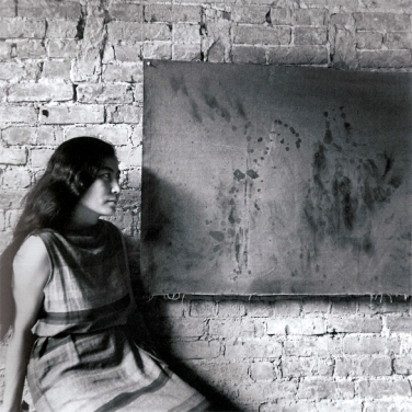 Painting to see in the dark (Version 1), Installationsansicht mit Yoko Ono, AG Gallery, New York, Juli 1961, Foto von George MAciunas