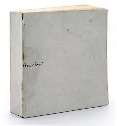 Künstlerbuch | Artists' book: Grapefruit, 1964 (Veröffentlicht von Yoko Ono unter dem Verlagsnamen Wunternaum Press, Tokio 14 x 14 x 3,2 cm)