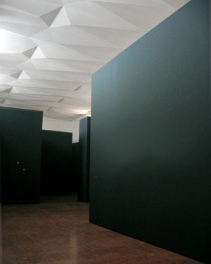Die Kulisse für die neunteilige Werkserie Embassy in der Fondazione Giorgio Cini, Venedig, 2007