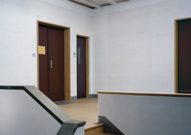 Thomas Demand, Embassy II, 2007, C-Print/ Diasec, 228 x 320 cm. © Thomas Demand, VG Bild-Kunst, Bonn / VBK, Wien.