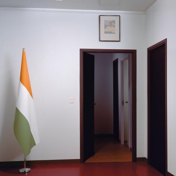 Thomas Demand, Embassy IV, 2007, C-Print/ Diasec, 198 x 198 cm. © Thomas Demand, VG Bild-Kunst, Bonn / VBK, Wien.