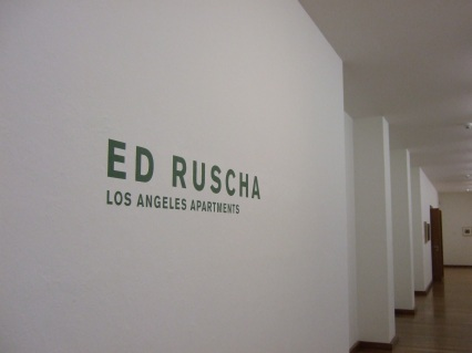 Ausstellung | Ed Ruscha Los Angeles Apartments, Kunstmuseum Basel 2013