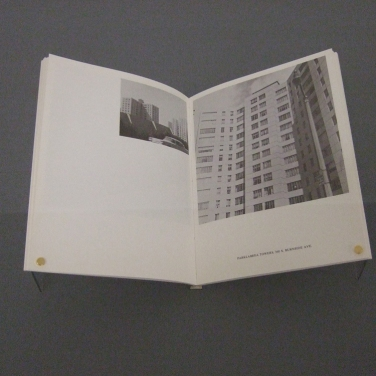Kunstmuseum Basel | Ed Ruscha. Some Los Angeles Apartments, 1965 (Foto: Marlene Obermayer)