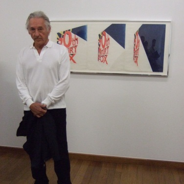 Ed Ruscha im Kunstmuseum Basel vor dem Werk: View of the Big Picture, 1963 (Foto: Marlene Obermayer)