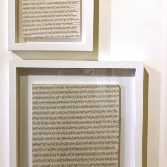 Heimo Zobernig, unten: o.T., 1999, oben: o.T., 1999, Siebdruck/Papier/Holz, 36x36 cm, num. u. sign., A.P. 1/3, Artelier Contemporary, Graz (Foto: Marlene Obermayer)