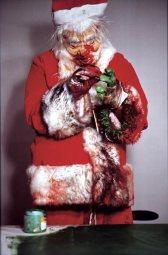 Paul McCarthy: Tokyo Santa (1996/2004), aus der 15-teiligen Serie, C-Print 183 x 120 cm. Foto: Mitsuru Tanashi; © Paul McCarthy