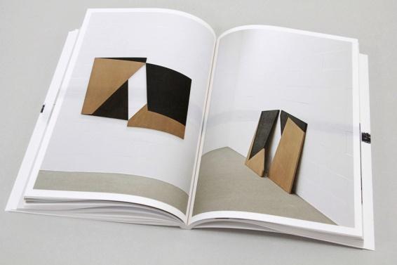Ausstellungskatalog   Jan Wawrzyniak. Broken and lost drawing (Museum Wiesbaden, Kerber Verlag 2014)