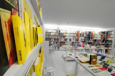 Bernhard Cella, Salon für Kunstbuch - Atelier mit Öffnungzeiten, Luftbadgasse 16, A-1060 Wien, Installationsansicht 2017, Foto/Courtesy: Bernhard Cella